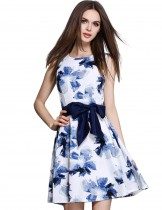 Dahlia Women's Petite Sleeveless Watercolor Flower Print Cocktail Dress