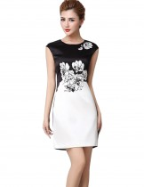 Dahlia Women's Petite Black and White Flower Print Sheath Dress
